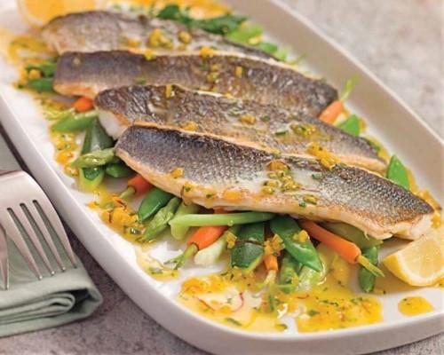 cá chẽm sốt nghệ kèm măng tây