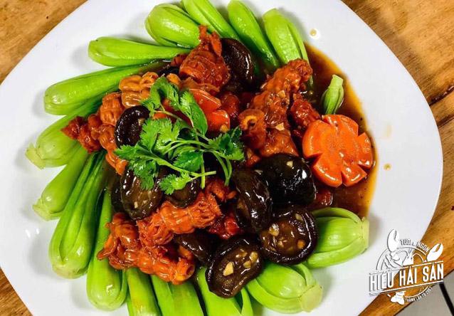 thịt hải sâm canada xào nấm đông cô và cải thìa
