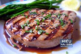 Cá ngừ nướng sốt vang đỏ